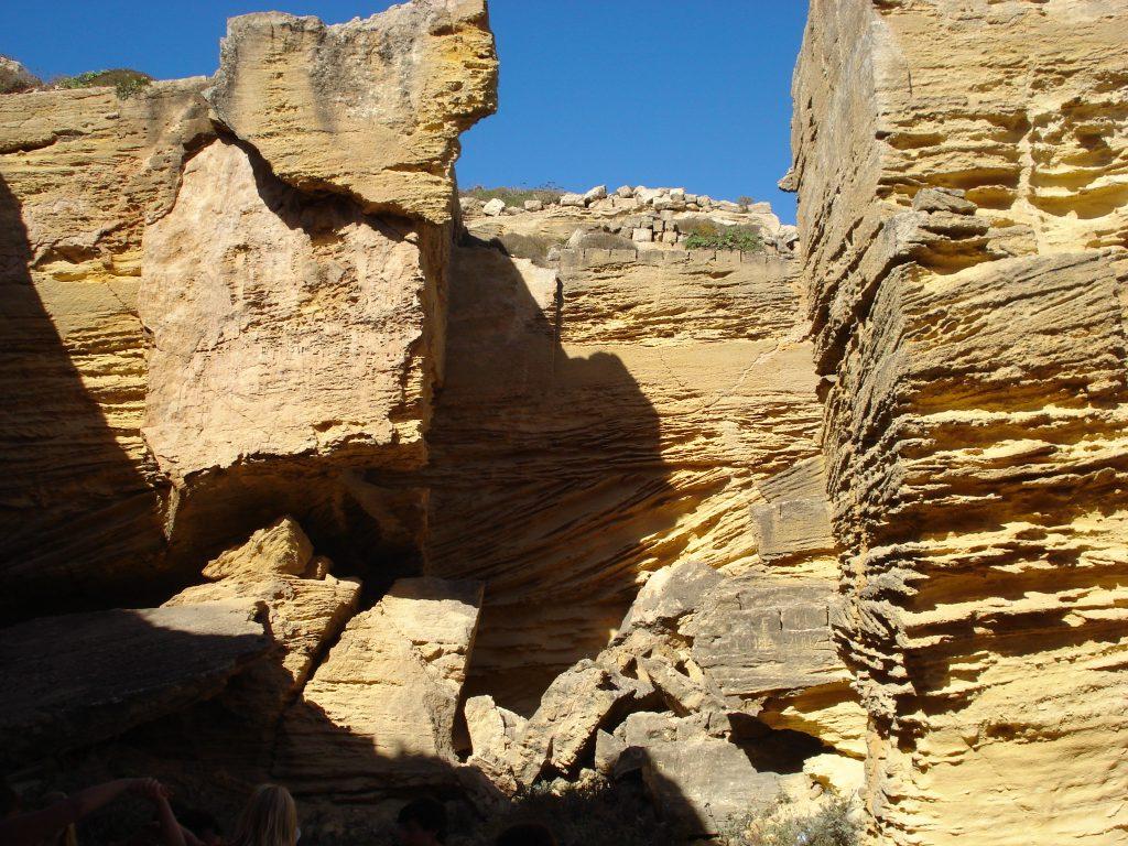 Tuff-Höhlen